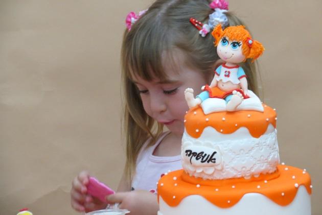 עוגה שאנה הכינה, עם הלוגו  אנה והבת של אנה :)