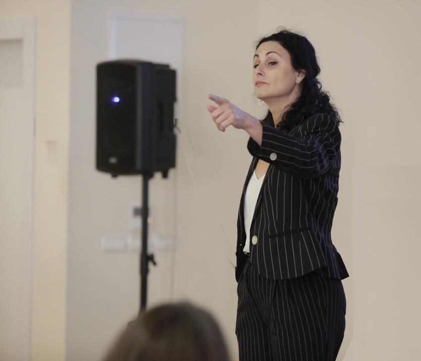 כנס גולדה השלישי - נשים בונות עסקים: הרצאתה של חנה אזולאי הספרי